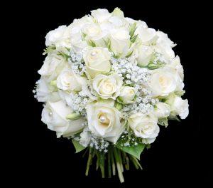Schlichter Brautstrauß in Weiß