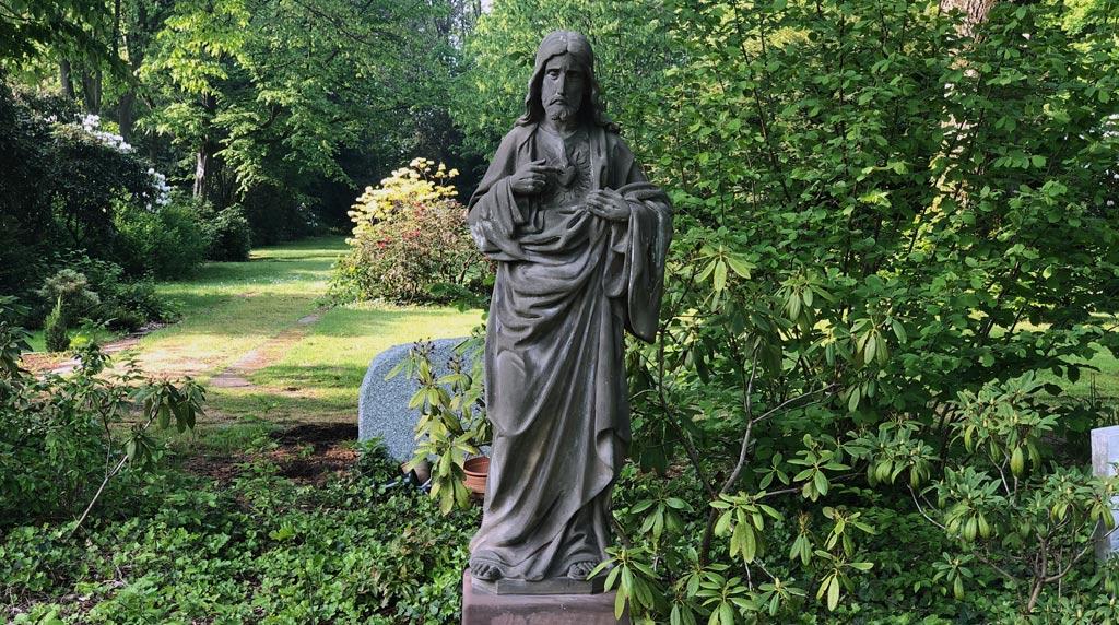 Jesus Figur auf dem Ostfriedhof in Gelsenkirchen