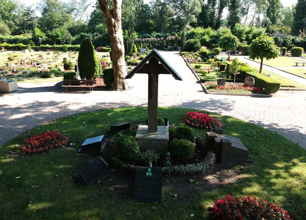 Friedhof am Stäfflingshof Empfang mit Kreuz